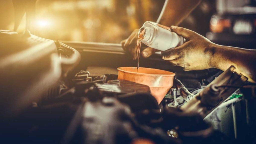 Как часто менять моторное масло в автомобиле